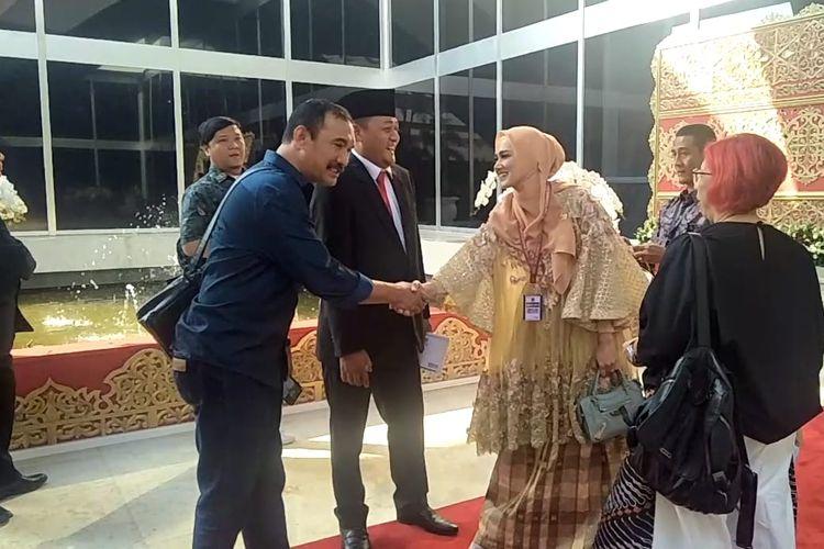 Penampilan Mulan Jameela saat menghadiri pelantikan DPR periode 2019-2024