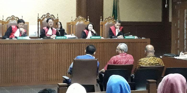 Muhammad Nazaruddin, Arif Wibowo dan Melchias Markus Mekeng saat bersaksi di Pengadilan Tipikor Jakarta, Senin (19/2/2018).