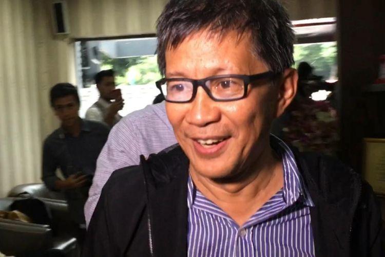 Rocky Gerung penuhi panggilan Polisi atas kasus Sebut Kitab Suci Sebagai Fiksi pada Jumat (1/2/2019) di Polda Metro Jaya, Jakarta Selatan
