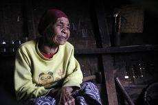 Sebatang Kara di Gubuk Reyot, Mak Iyah Sering Digigit Serangga dan Pernah Dipatuk Ular