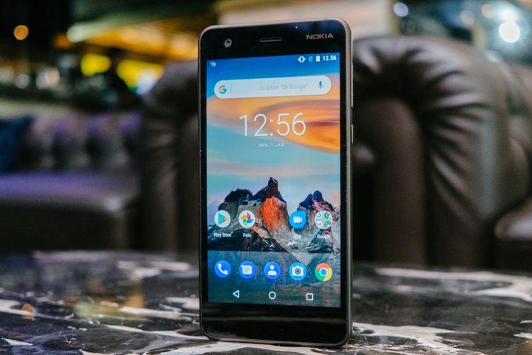 Penampilan Nokia 2 dari depan.