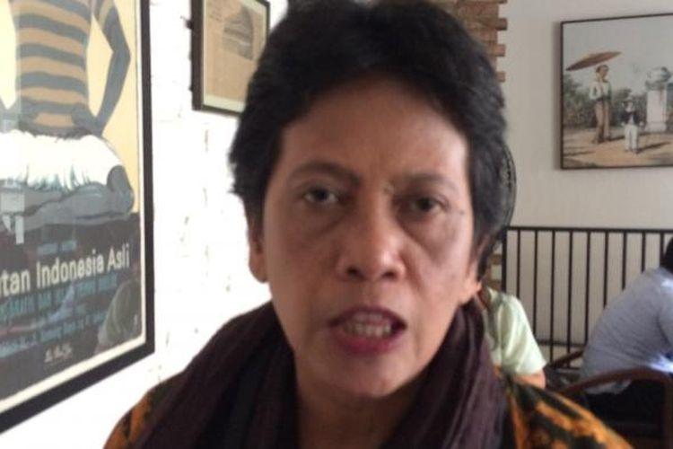 Sekretaris Jenderal Koalisi Perempuan Indonesia, Dian Kartikasari saat diskusi di bilangan Cikini, Jakarta, Selasa (15/11/2016).
