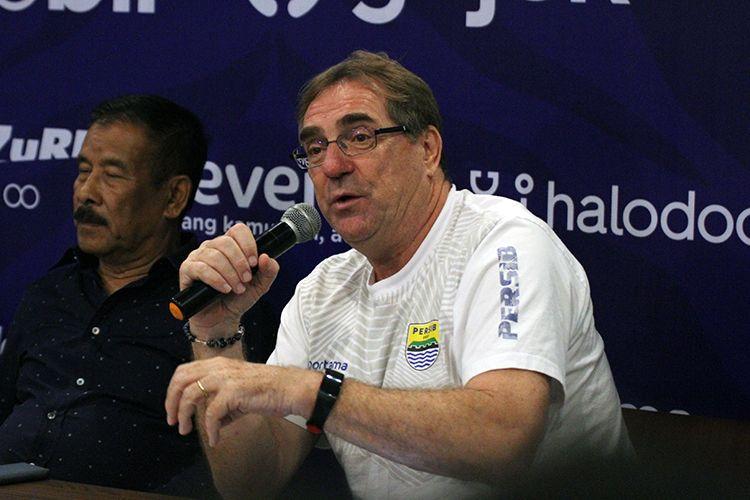 Pelatih Persib Bandung, Robert Rene Alberts, di Graha Persib, Kota Bandung, Kamis (15/8/2019). (KOMPAS.com/SEPTIAN NUGRAHA)