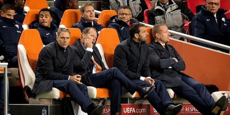 Staf pelatih tim nasional Belanda, Marco van Basten, Danny Blind, Ruud van Nistelrooy, bakal dipertahankan KNVB.