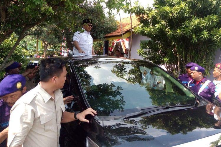 Calon Presiden Nomor urut 02 Prabowo Subiyanto, saat meninggalkan Pesantren Majma?al Bahrain Hubbul Wathon Minal Iman Shiddiqiyyah, Ploso, Kabupaten Jombang, Minggu (24/2/2019).