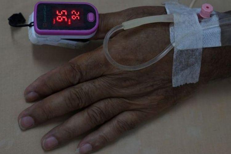 Lonjakan kasus Covid-19 di membuat rumah sakit di sejumlah daerah tidak mampu menampung pasien.