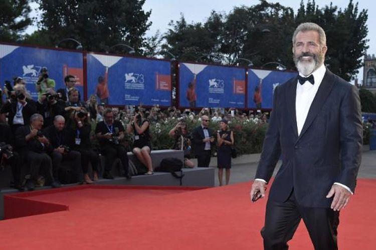 Sutradara Mel Gibson menghadiri pemutaran perdana film terbarunya, Hacksaw Ridge, di Festival Film Venice 2016 di Venice Lido, Italia, Minggu (4/9/2016).