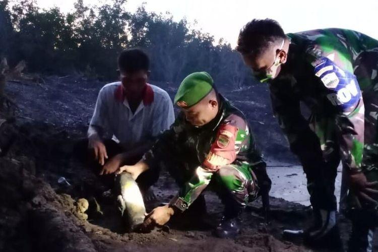 Warga Kelurahan Pasir Panjang Kecamatan Tebing Kabupaten Karimun, Kepulauan Riau (Kepri) dihebohkan dengan penemuan benda menyerupai mortil peluru, Selasa (21/7/2020) petang kemarin. Diduga mortir tersebut bekas peninggalan jepang di tahun 1942.