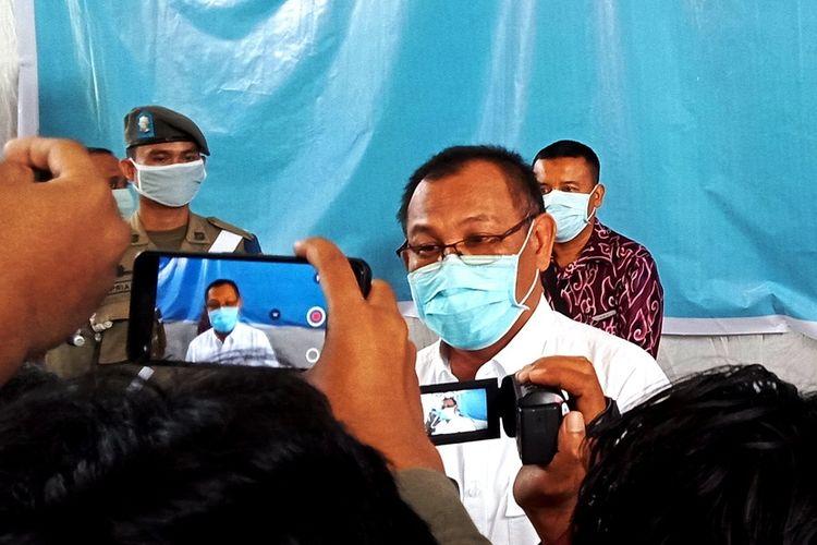 Plt Wali Kota Medan Akhyar Nasution menjawab pertanyaan wartawan usai sosialisasi Perwal Wali Kota Nomor 11 Tahun 2020 tentang Karantina Kesehatan, Sabtu (6/6/2020)
