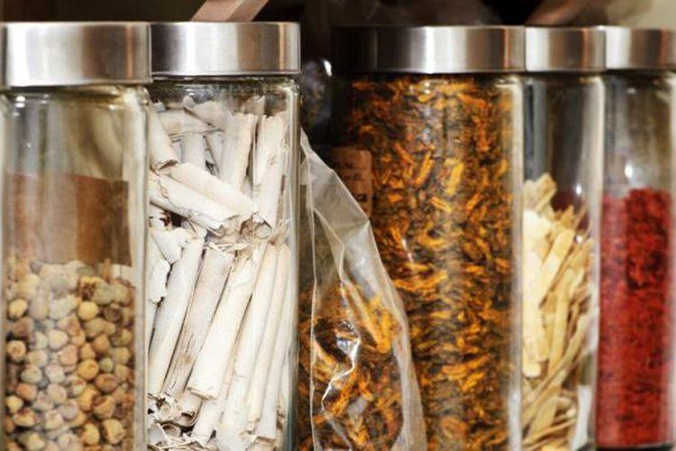 Ilustrasi pengobatan herbal