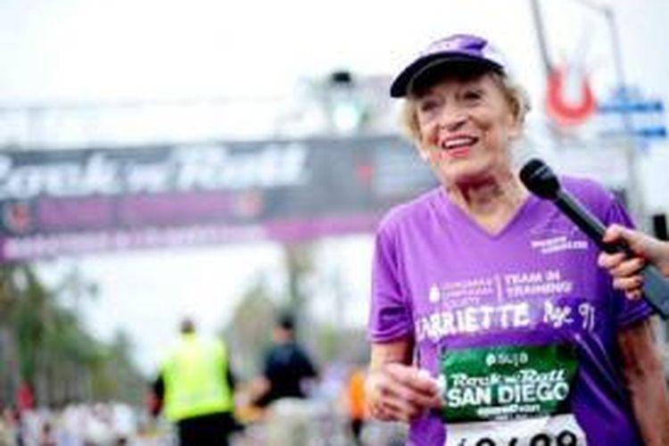 Harriette Thompson (92 tahun dan 65 hari) dari AS tercatat sebagai perempuan tertua di dunia yang mampu menyelesaikan lomba lari maraton.
