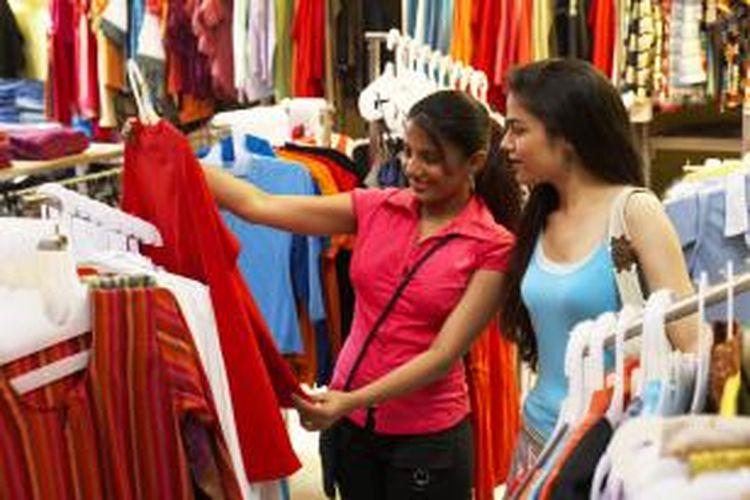 Ada sebuah stereotip yang kadung melekat pada wanita, yaitu hadirnya perasaan lebih baik pada saat mereka berbelanja.
