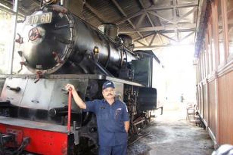 Bukhari, Kepala Perawatan KA dan Masinis Kereta Uap Mak Itam di Museum Kereta Api, Sawahlunto, Sumatera Barat