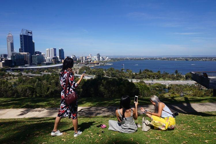 Menikmati sore di Kings Park and Botanic Garden, Perth, Australia Barat.