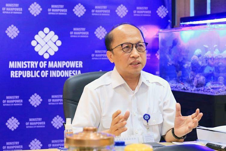 Sekretaris Jenderal (Sekjen) Kementerian Ketenagakerjaan (Kemenaker) Anwar Sanusi dalam web seminar (webinar) bertajuk Berdamai dengan Pandemi: Be Happy, Be Healthy, Keep Productivity pada Senin (19/7/2021).