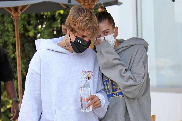 Justin dan Hailey Bieber ketika pergi makan siang beberapa waktu lalu di Los Angeles.