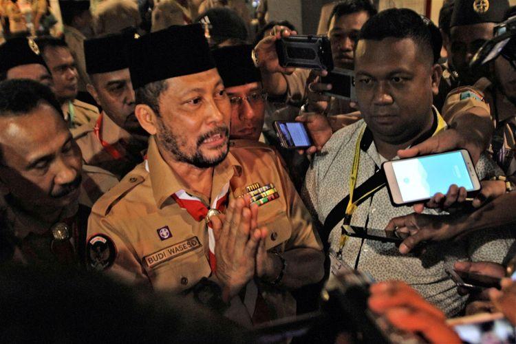 Ketua Kwartir Nasional Pramuka 2018-2023, Budi Waseso memberikan keterangan pers usai terpilih menjadi Ketua Kwarnas Pramuka, di Kendari, Sulawesi Tenggara, Jumat (28/9/2018). Budi Waseso (Buwas) terpilih menjadi Ketua Kwarnas Pramuka periode 2018-2023, pada Musyawarah Nasional (Munas) X Gerakan Pramuka, setelah memperoleh 19 suara, unggul dari calon incumbent Adhyaksa Dault yang memperoleh 14 suara dan calon lainnya Jana T. Anggadiredja 2 suara.