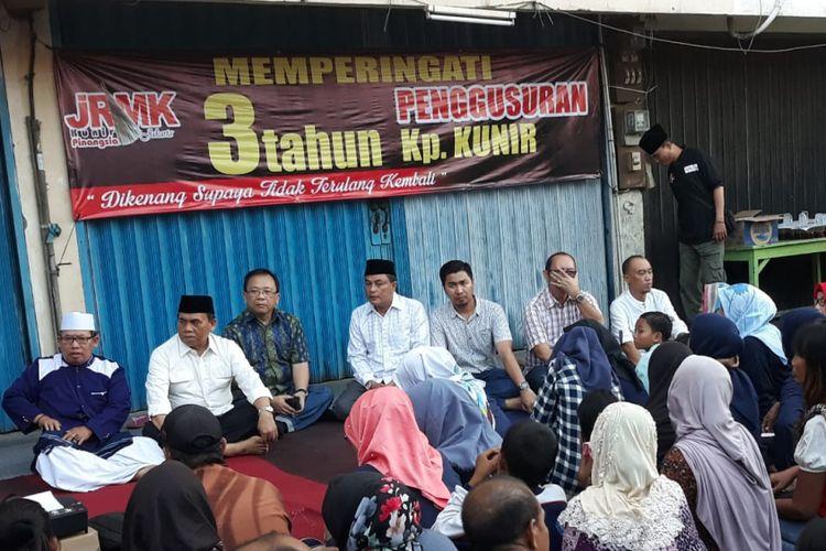 Pemerintah dan perwakilan 33 KK Kampung Kunir, Jakarta Barat hadir memperingati tiga tahun penggusuran wilayahnya pada Selasa (29/5/2018).