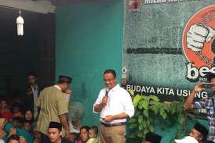 Calon gubernur DKI Jakarta, Anies Baswedan di Kelurahan Semanan, Jakarta Barat, Senin (7/11/2016).