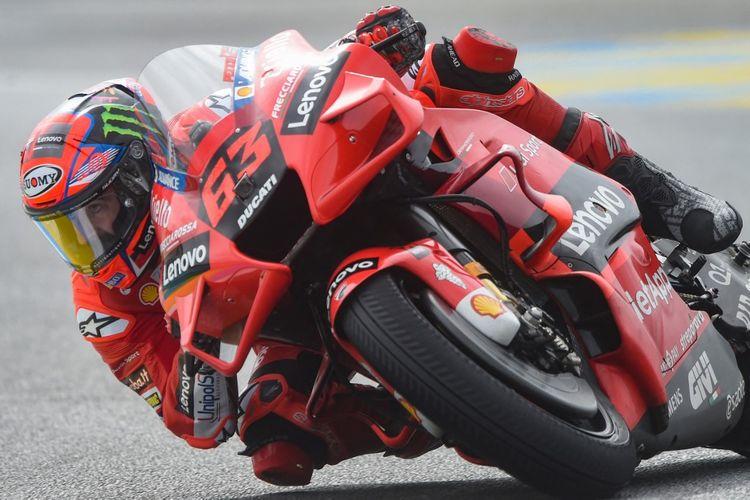 Francesco Bagnaia saat balapan pada MotoGP Prancis 2021. (Photo by JEAN-FRANCOIS MONIER / AFP)
