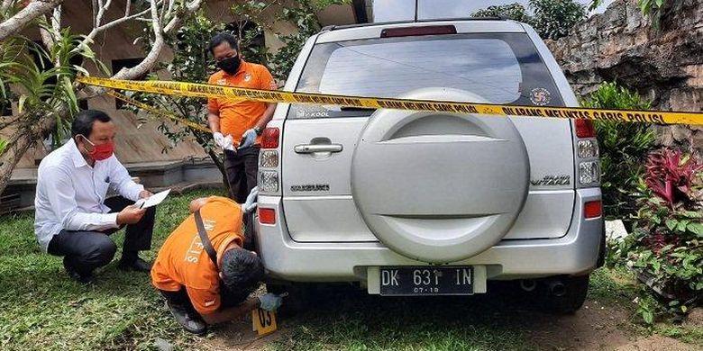 Olah TKP - Personel gabungan ketika melakukan olah TKP di kediaman Made Agus, di Bangli, Bali, Senin (27/7/2020)     Artikel ini telah tayang di tribun-bali.com dengan judul Detik-detik Bayi di Bangli Tewas Terlindas Mobil Saat Merangkak, Made Agus Kaget Lihat Kolong Mobil, https://bali.tribunnews.com/2020/07/28/detik-detik-bayi-di-bangli-tewas-terlindas-mobil-saat-merangkak-made-agus-kaget-lihat-kolong-mobil?page=all. Penulis: Muhammad Fredey Mercury Editor: Ady Sucipto
