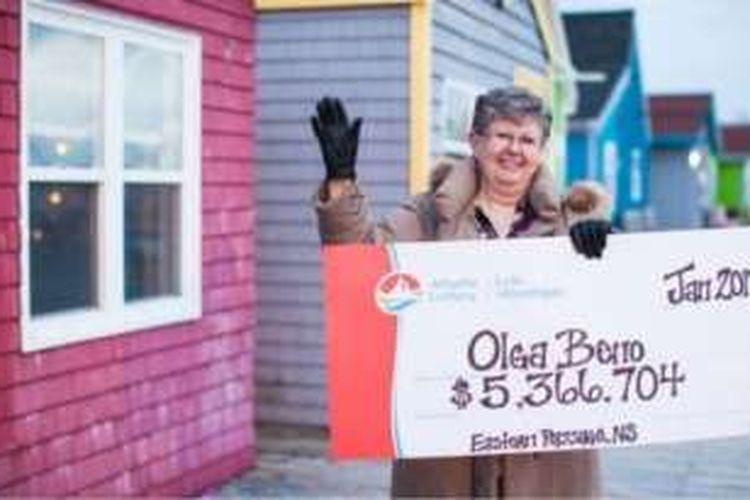 Olga Beno memenangkan lotere Rp 53 juta setelah memasang angka yang sama sejak 1989.