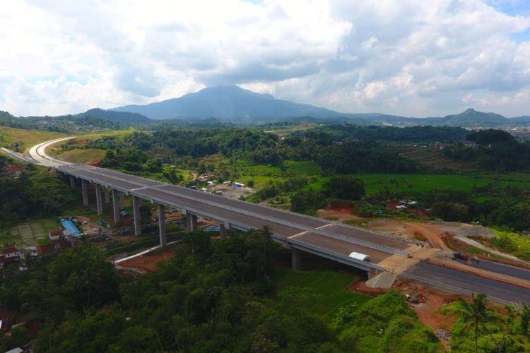 Tol Cisumdawu ditargetkan rampung akhir 2021.
