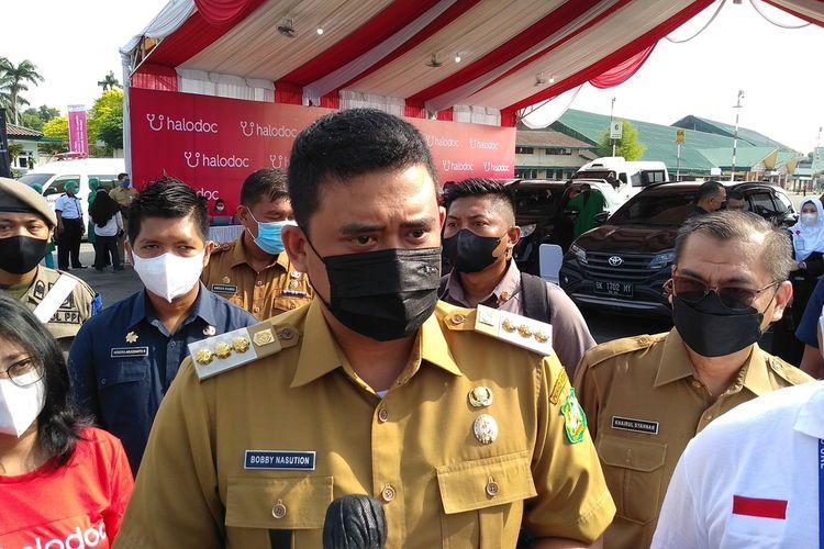 Wali Kota Medan, Bobby Afif Nasution menyebut sudah ada lebih dari 120.000 orang di Medan yang menjalani vaksinasi. Pihaknya menargetnya 1.000 orang divaksin dalam sehari. Lapangan Udara (Lanud) Soewondo yang saat ini dijadikan untuk pelaksanaan vaksinasi drive thru dapat menampung dalam jumlah banyak orang yang akan divaksin.