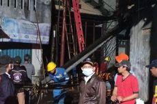 Dua Tiang Listrik di Kembangan yang Ambruk Kemarin Sore Langsung Diperbaiki