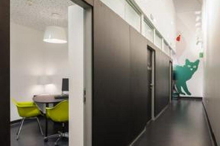Klinik kesehatan seksual yang dibangun berdasarkan hasil desain studio arsitektur asal London, Inggris, Urban Salon ini berbeda dari klinik dan rumah sakit pada umumnya.