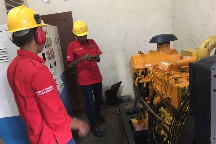 Salah satu mesin pembangkit listrik tenaga diesel milik PT PLN (Persero) Wilayah Riau dan Kepulauan Riau. Mesin yang ini ada di Pulau Sabang Mawang, Kecamatan Pulau Tiga Barat, Kabupaten Natuna, Kepulauan Riau. Gambar diambil pada Rabu (18/10/2017) petang.
