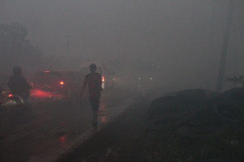 Tersulut Api Karhutla, Gudang Ban Bekas Terbakar dan Lalu Lintas Macet 7 Km