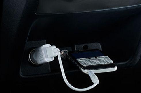 Kebiasaan yang Bikin Aki Tekor Saat Cas Ponsel di Motor