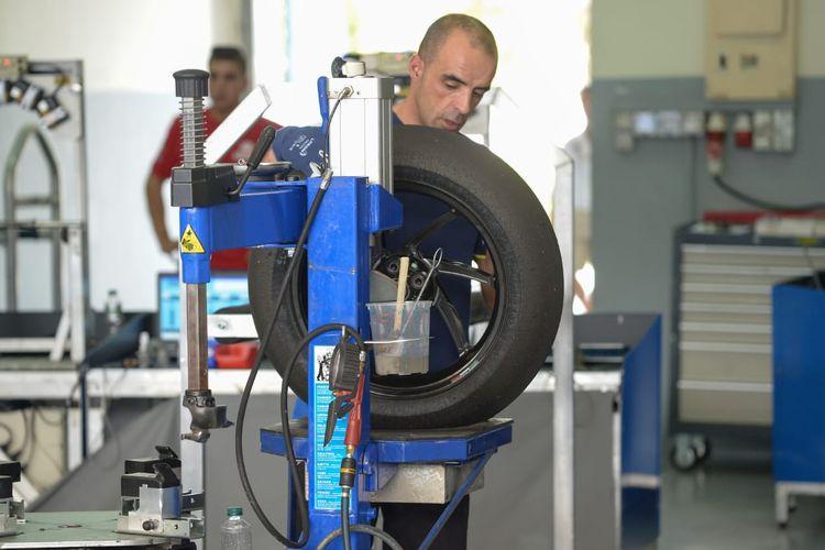 Tekanan udara pada ban motor MotoGP sangat memengaruhi performa motor