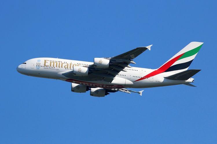 Sebuah Airbus A380 milik maskapai penerbangan Emirates.