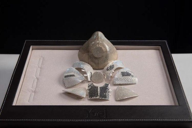 Perusahaan perhiasan asal Israel, Yvel, membuat masker bertabur berlian yang diprediksi jadi masker termahal di dunia.