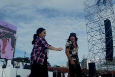 Duet Perdana Gita Gutawa dan Slank di Panggung #KonserGue2