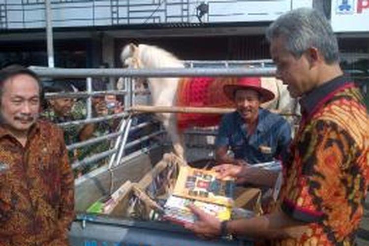 Sururi Edarkan Perpustakaan Keliling Menggunakan Kuda