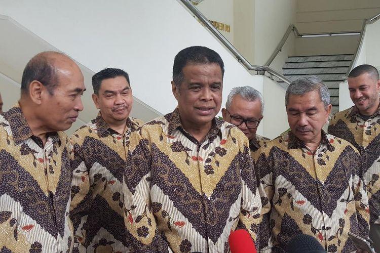 Ketua Dewan Pembina Forum Silaturahmi Travel Haji dan Umroh Fuad Hasan Masyhur usai bertemu dengan Wakil Presiden (Wapres) RI Maruf Amin di Kantor Wapres RI, Jalan Medan Merdeka Utara, Jakarta Pusat, Senin (27/1/2020).