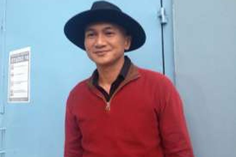 Mantan vokalis Drive, Anji, diabadikan di kawasan Tendean, Mampang Prapatan, Jakarta Selatan, Rabu (13/4/2016).