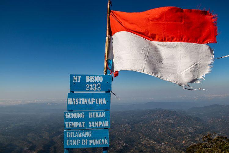 Puncak Hastinaputa Gunung Bismo, Jawa Tengah.