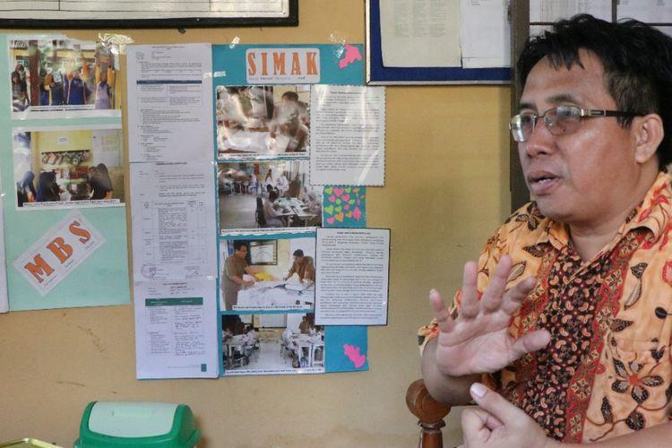 Agus Suparmanto, Kepala Sekolah SMPN 4 Tenggarong, Kutai Kartanegara, Kalimantan Timur, menjelaskan Penerapan Manajemen Berbasis Sekolah (MBS) yang sudah diterapkan di sekolahnya.