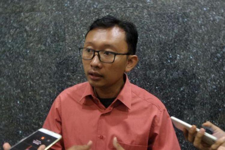 Pengacara publik dari Yayasan Lembaga Bantuan Hukum Indonesia (YLBHI) Muhammad Isnur saat ditemui di kantor Ombudsman RI, Kuningan, Jakarta Selatan, Selasa (14/2/2017).