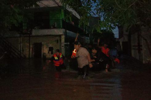 Usai Maghrib, Evakuasi Korban Banjir Kembali Dilakukan di Cipinang Melayu