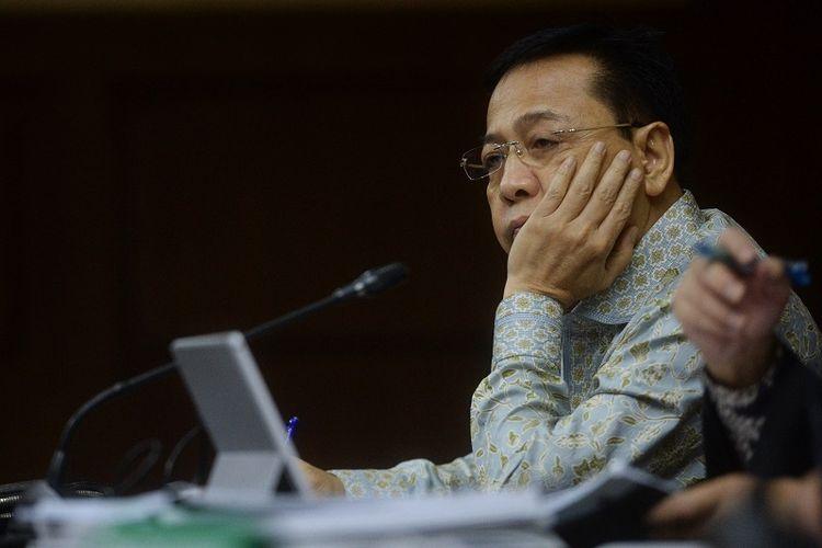 Terdakwa kasus korupsi KTP Elektronik Setya Novanto mengikuti sidang lanjutan di Pengadilan Tipikor, Jakarta, Senin (12/3). Sidang mantan ketua DPR itu beragenda mendengarkan keterangan saksi dan saksi ahli yang dihadirkan jaksa penuntut umum.