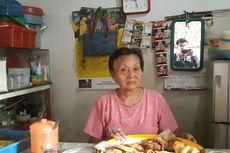 Cerita Nenek Tami, 20 Tahun Berjualan Gorengan Dekat WC Bersama di Gang Sekretaris I