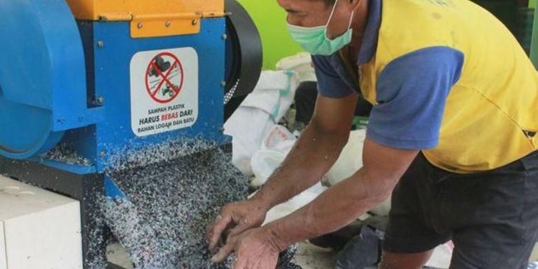 Tidak semua plastik kresek bisa menjadi bahan campuran aspal, hanya plastik kresek yang tipis dan mengkilap.