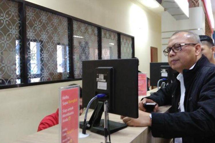 Direktur Jenderal (Dirjen) Perhubungan Darat, Kementerian Perhubungan, Pudji Hartanto melakukan inspeksi mendadak (sidak) dan mencoba penerapan tiket elektronik atau e-ticketing di Terminal Tirtonadi Solo, Jawa Tengah, Kamis (2/2/2017).