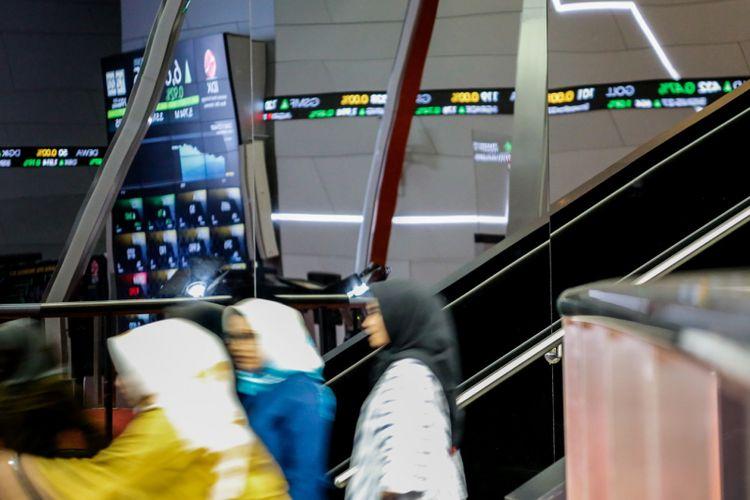 Suasana Pergerakan Indeks Harga Saham Gabungan (IHSG) di Bursa Efek Indonesia (BEI), Jakarta, Senin (19/2/2018). Pada pembukaan perdagangan awal pekan Indeks Harga Saham Gabungan (IHSG) di zona positif menguat naik 60,466 poin (0,92%) ke 6.652,049.