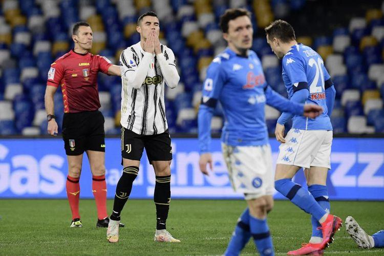 Reaksi Cristiano Ronaldo usai gagal memanfaatkan salah satu peluang pada laga pekan ke-22 Liga Italia 2020-2021, Napoli vs Juventus di Stadion Diego Armando Maradona, 13 Februari 2021.